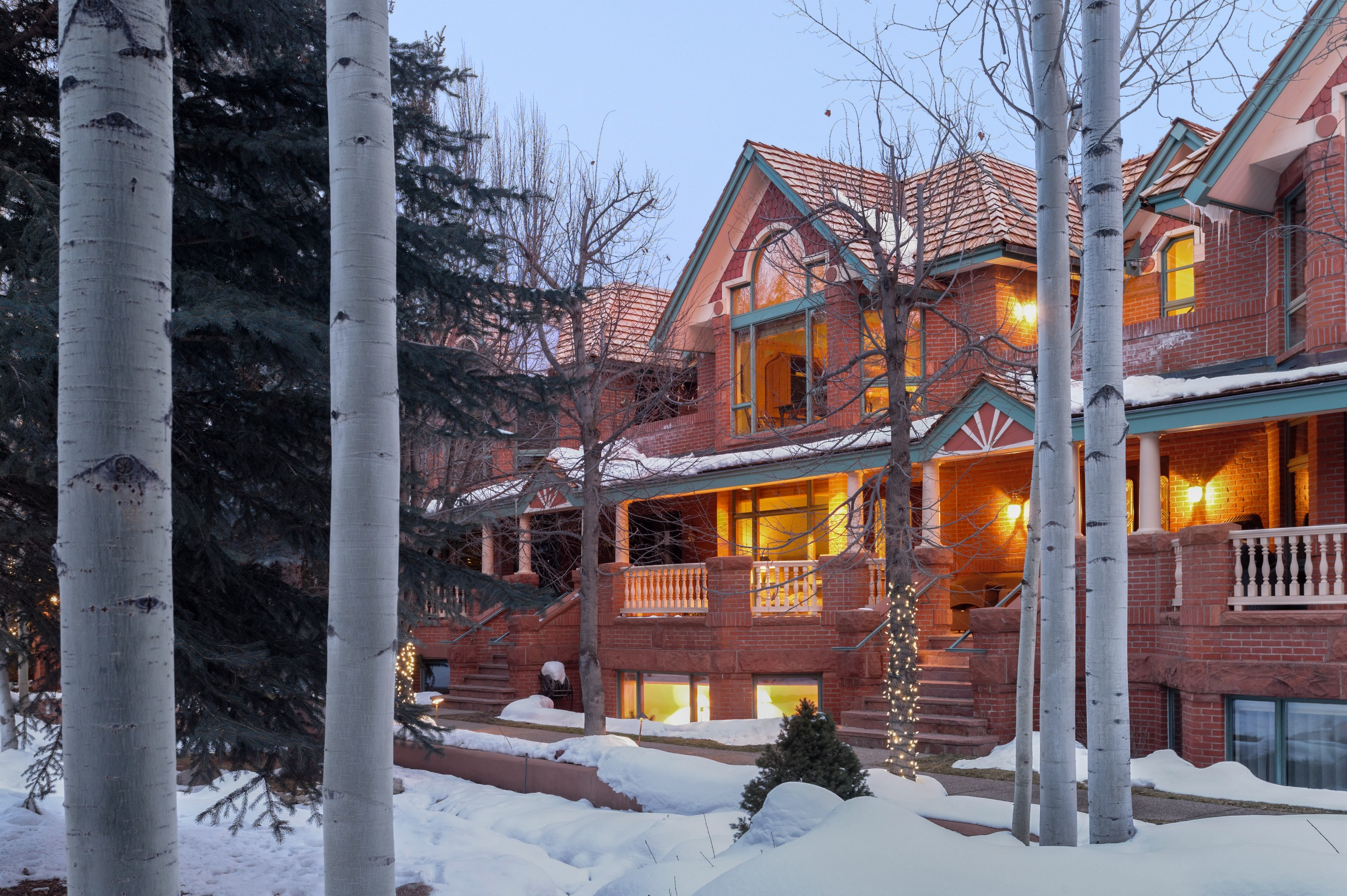 Maison en rangée pour l Vente à Privacy and Accessibility 134 N Spring Street Central Core, Aspen, Colorado, 81611 États-Unis