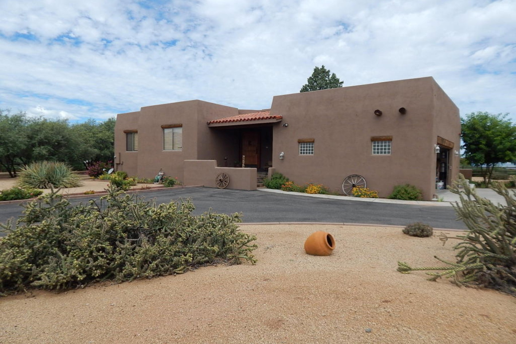 Single Family Home for Sale at Located in the gated and lovely Pebble Rock Subdivision. 1074 E Amber Way Camp Verde, Arizona 86322 United States