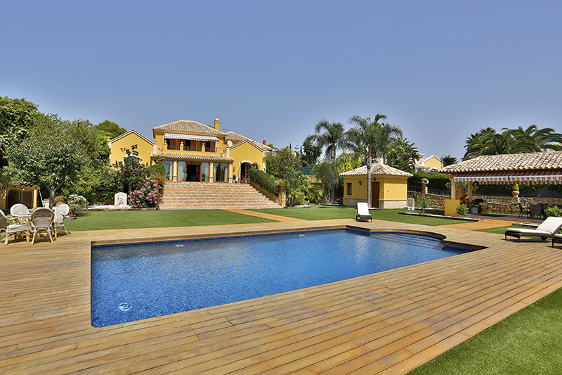 Single Family Home for Sale at Classical Style villa El Paraiso Medio Estepona, Costa Del Sol 29680 Spain