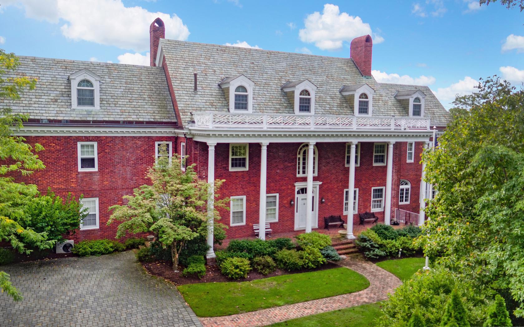 Nhà ở một gia đình vì Bán tại Georgian Style Classic Colonial! 643 Rankin Road Brielle, New Jersey, 08730 Hoa Kỳ