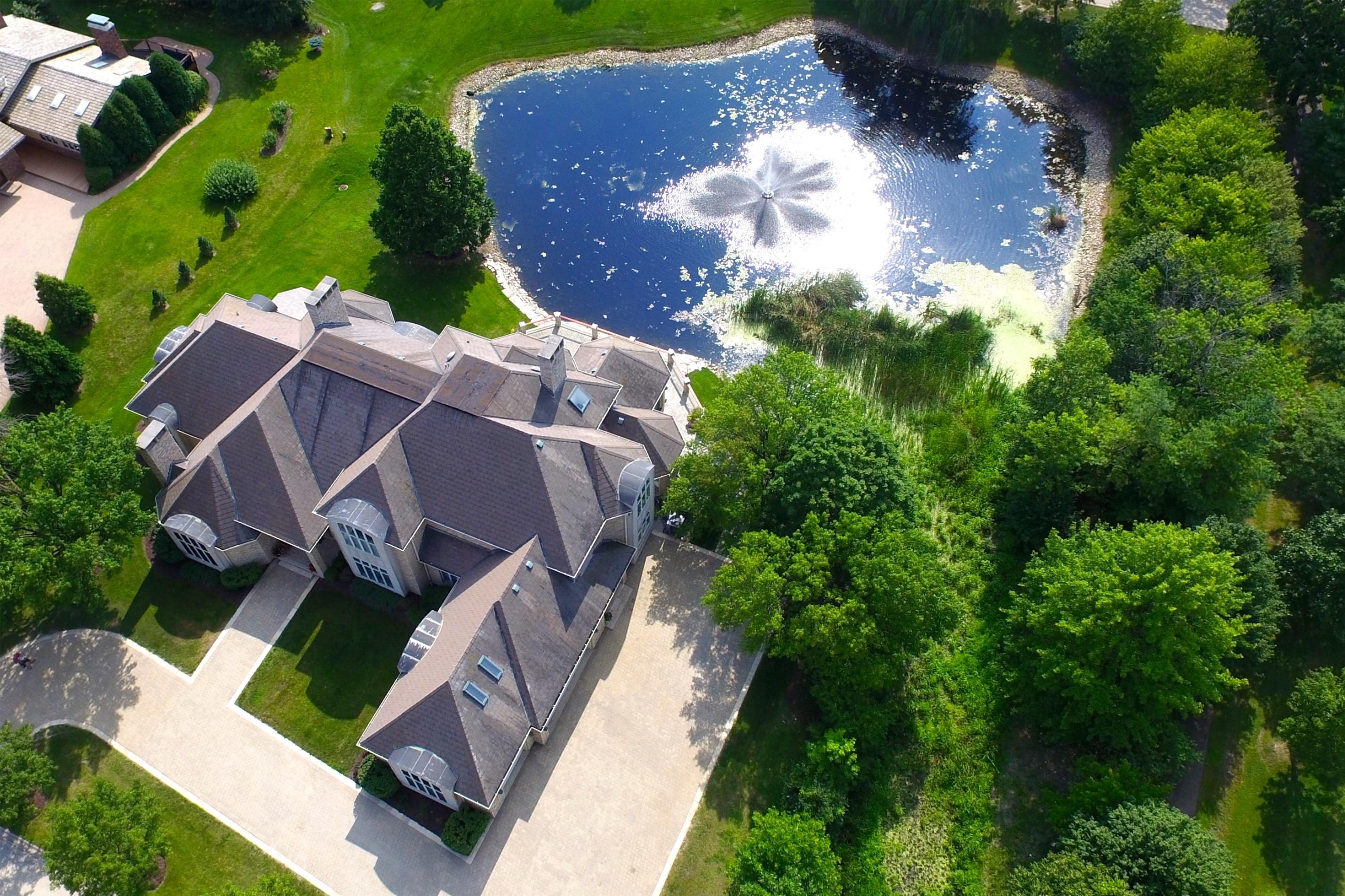 獨棟家庭住宅 為 出售 在 7904 Bucktrail 7904 Bucktrail Drive Burr Ridge, 伊利諾斯州 60525 美國