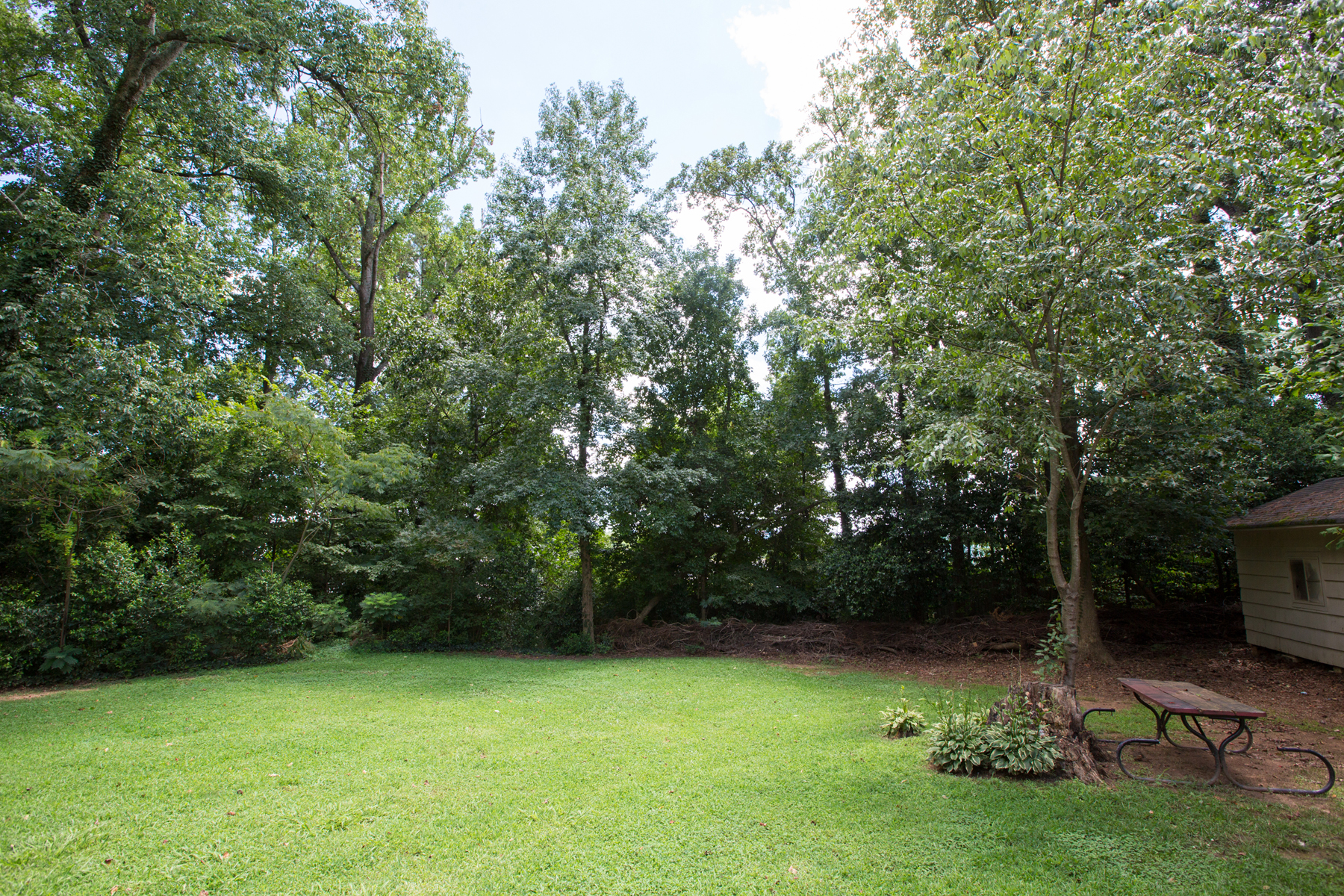 Additional photo for property listing at Cul-de-sac Living In The Heart Of Chamblee 3935 Forrest Court Atlanta, Джорджия 30341 Соединенные Штаты