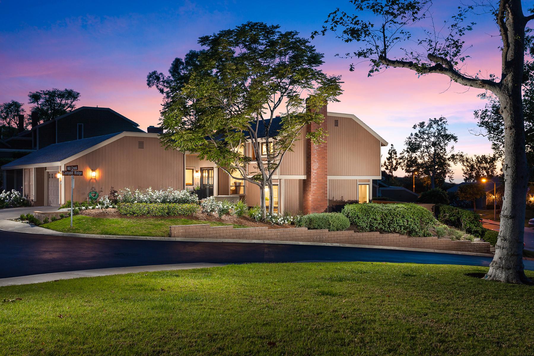Condomínio para Venda às 2 Mill Creek # 39 Irvine, Califórnia, 92603 Estados Unidos