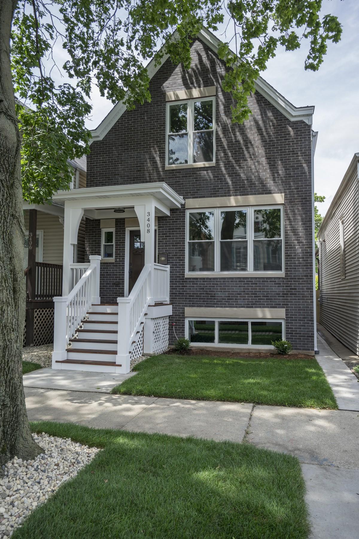 Maison unifamiliale pour l Vente à Charming Single Family Brick Home 3408 N Albany Avenue Avondale, Chicago, Illinois, 60618 États-Unis