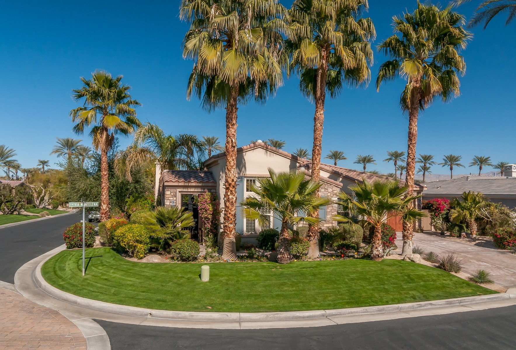 Single Family Home for Sale at 76046 Via Montelena Indian Wells, California 92210 United States