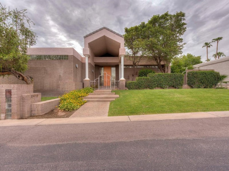 Villa per Vendita alle ore Beautiful Custom Contemporary Home in Exclusive Biltmore Taliverde 2418 E San Juan Ave Phoenix, Arizona 85016 Stati Uniti