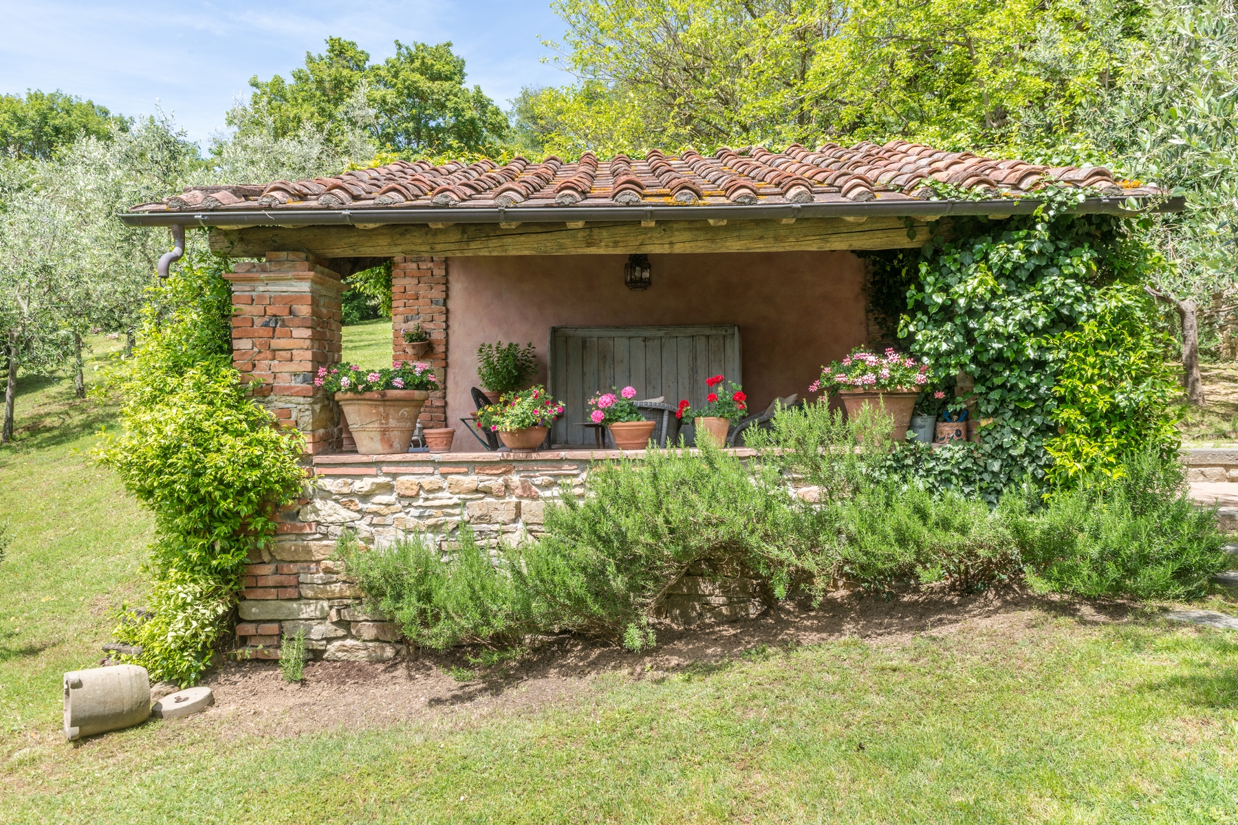 Additional photo for property listing at Beautiful renovated farmhouse with outbuildings Via Carniano Barberino Di Mugello, Florence 50031 Italia