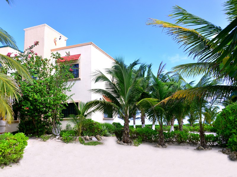 Property For Sale at PUERTO MORELOS BEACHFRONT HOUSE