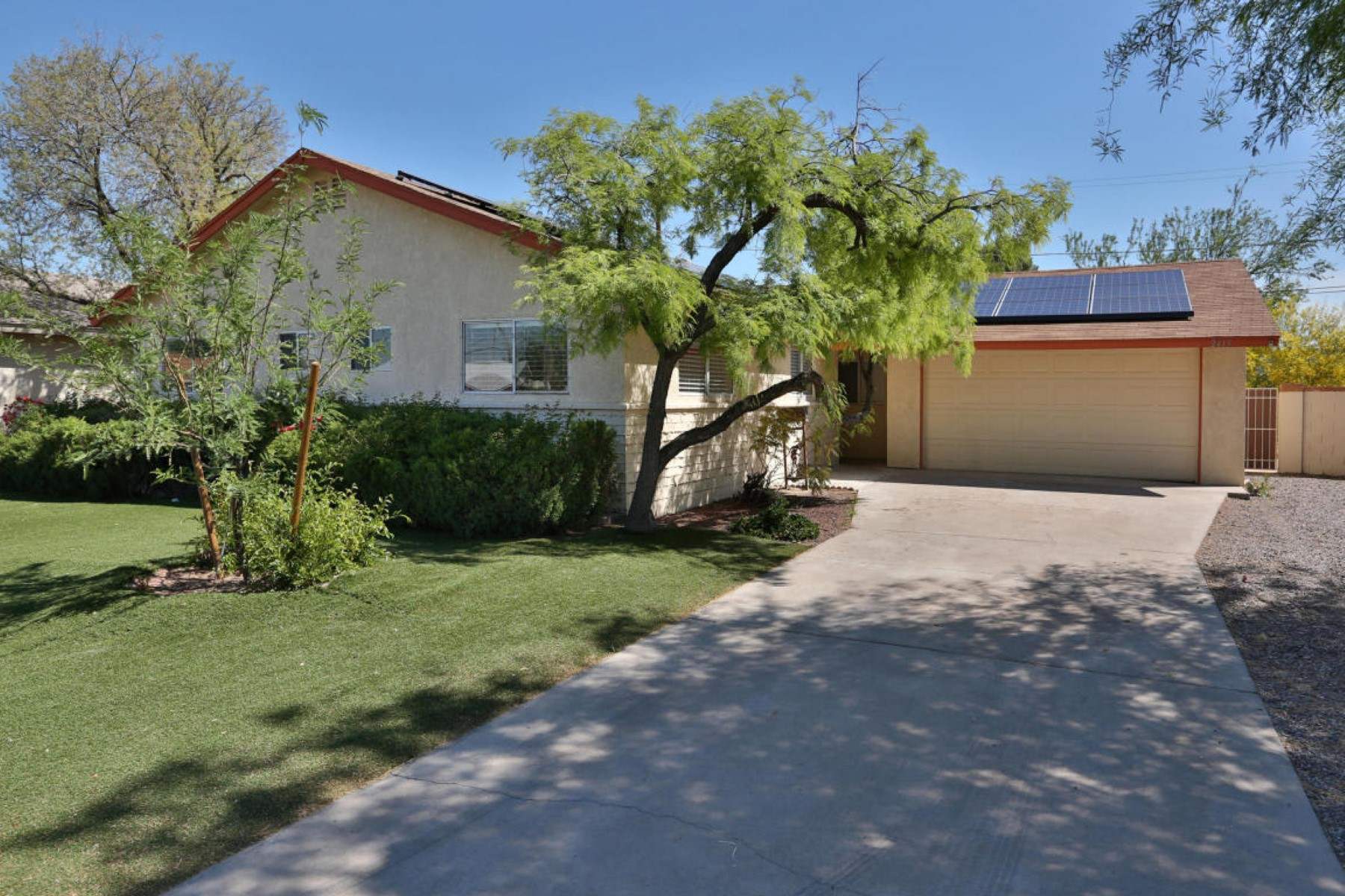 Single Family Home for Sale at Beautifully remodeled home in Melrose Village 2419 N 68th Pl Scottsdale, Arizona, 85257 United States