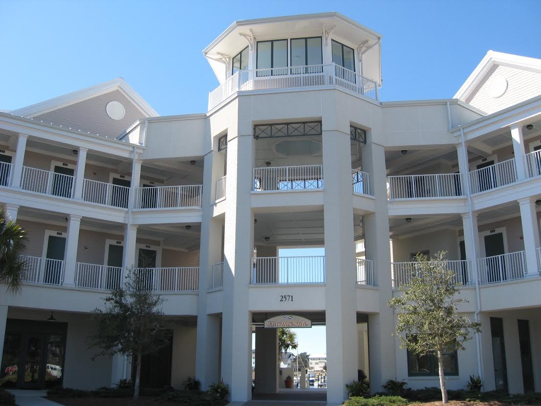 Condominio por un Venta en Penthouse Marina Condo 2571 St James Drive SE 304 Southport, Carolina Del Norte 28461 Estados Unidos