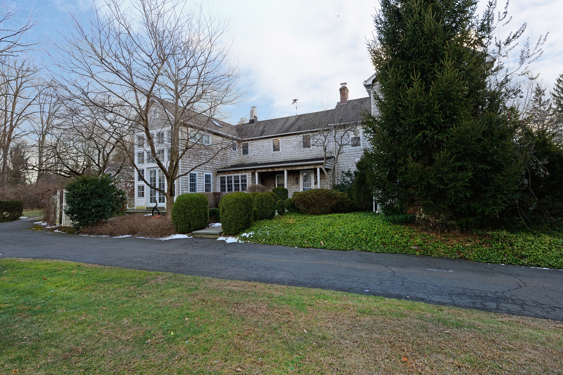 Vivienda unifamiliar por un Venta en Colonial Estate on 1.35 Acres 203 Strawtown Rd. New City, Nueva York 10956 Estados Unidos