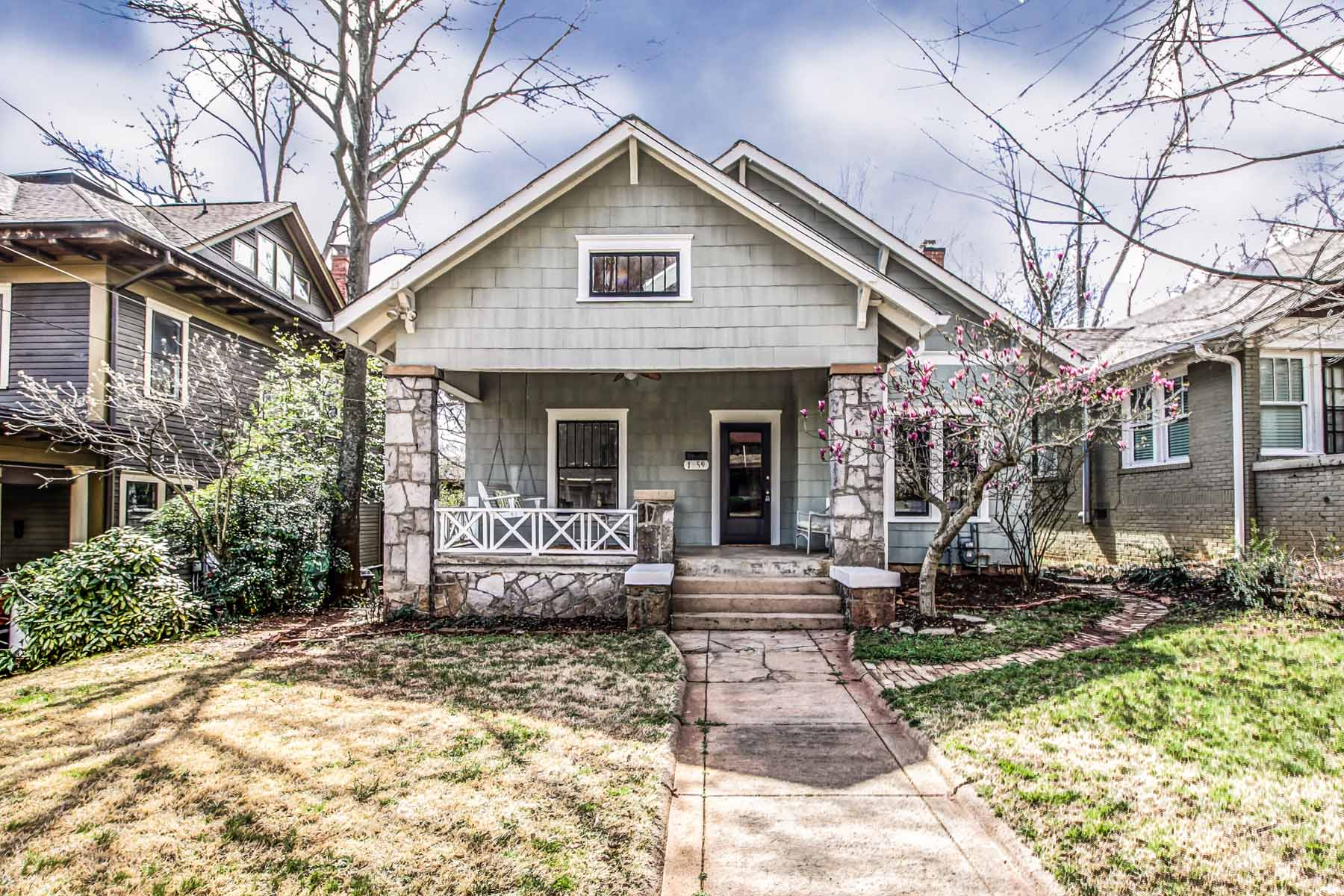 Частный односемейный дом для того Продажа на Elegantly Restored Craftsman Bungalow 1259 McLendon Avenue NE Candler Park, Atlanta, Джорджия, 30307 Соединенные Штаты