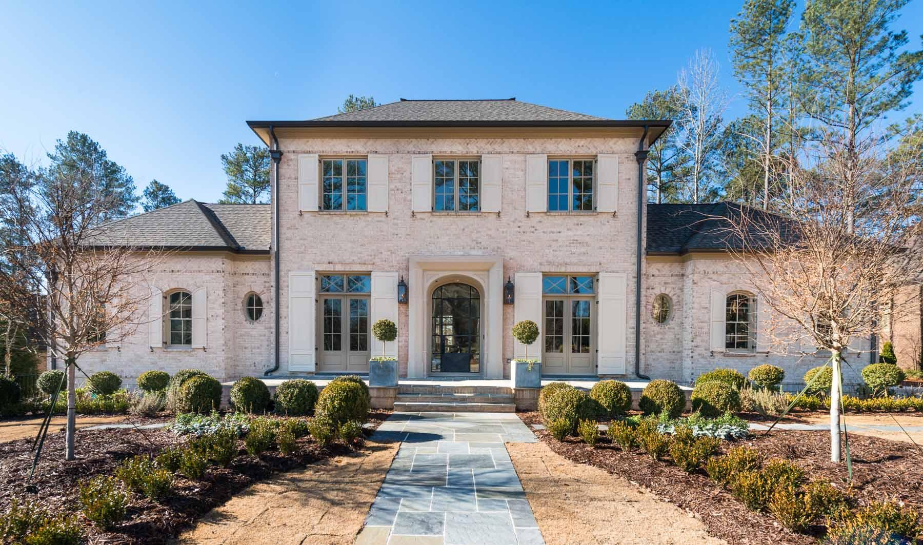 獨棟家庭住宅 為 出售 在 French Style Home on 4th Fairway 4864 Kettle River Point Suwanee, 喬治亞州 30024 美國