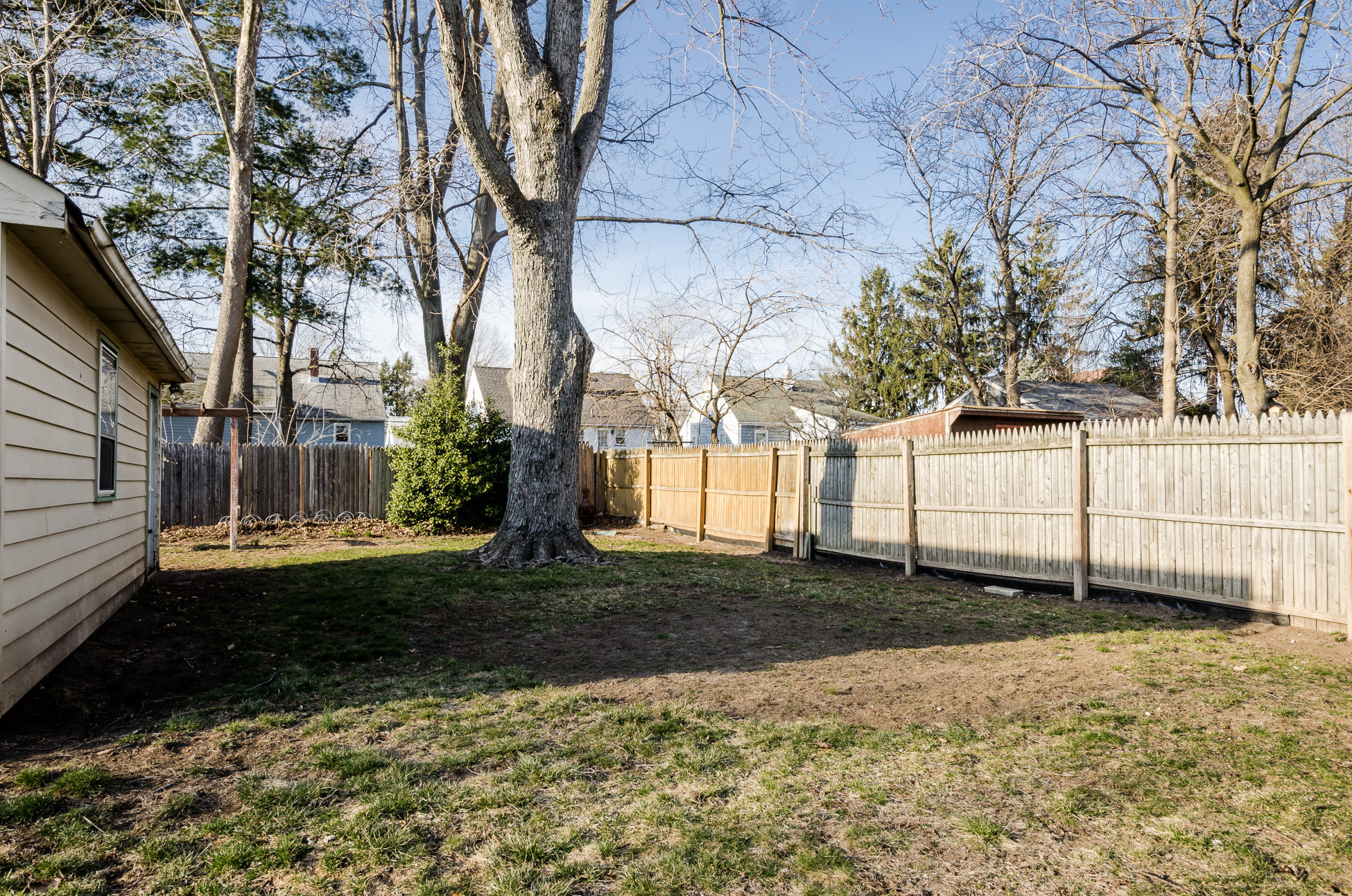 Additional photo for property listing at Impeccably Well-maintained Cape - Hamilton Township 260 Eaton Avenue 汉密尔顿, 新泽西州 08619 美国