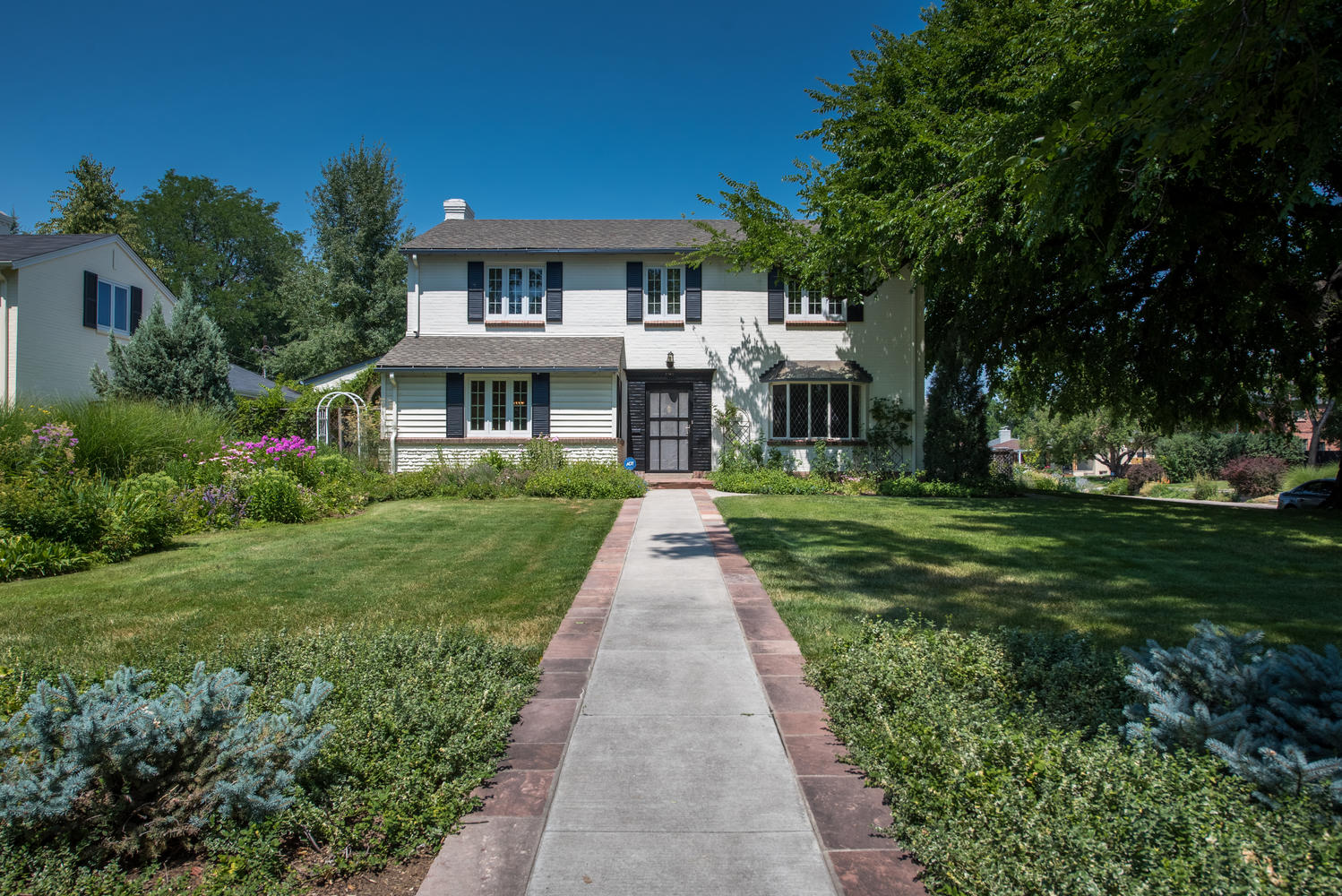 Additional photo for property listing at Classic New England Style Colonial 5745 East 6th Avenue Parkway Denver, Colorado 80220 United States
