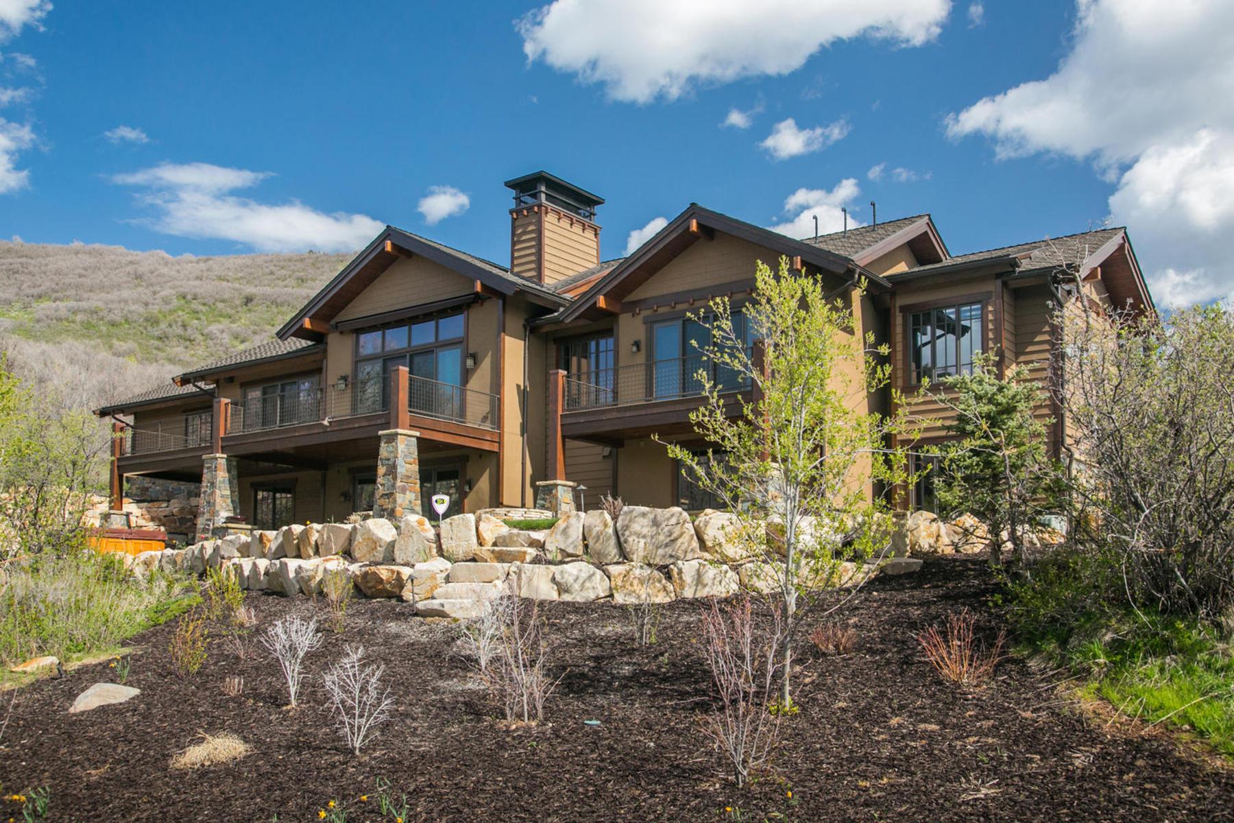 Частный односемейный дом для того Продажа на 2011 Parade of Home Showcase Home 8929 Parleys Ln Park City, Юта 84098 Соединенные Штаты