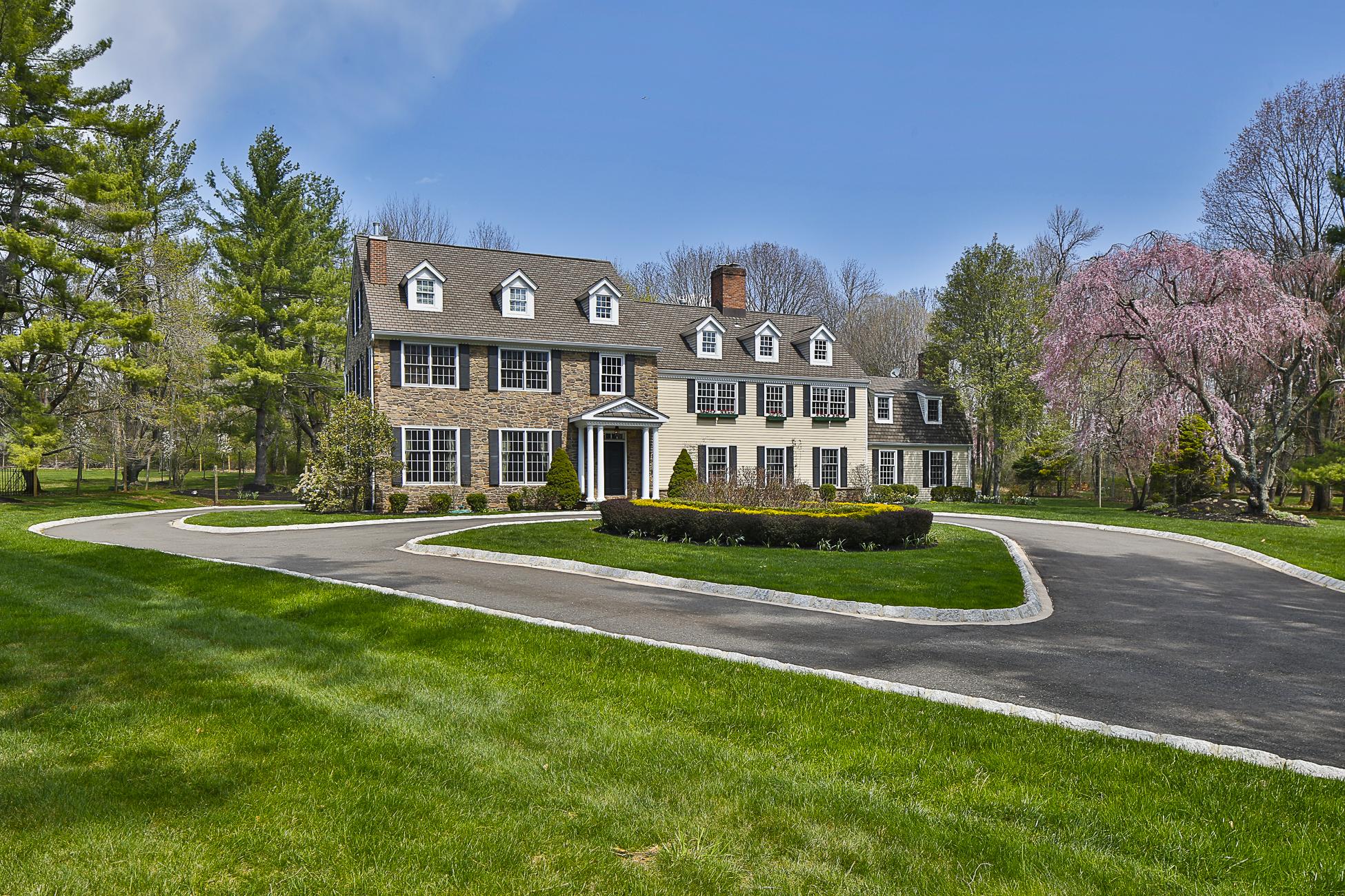Einfamilienhaus für Verkauf beim Just Like New, Only Better! 47 Winfield Road Princeton, New Jersey 08540 Vereinigte Staaten