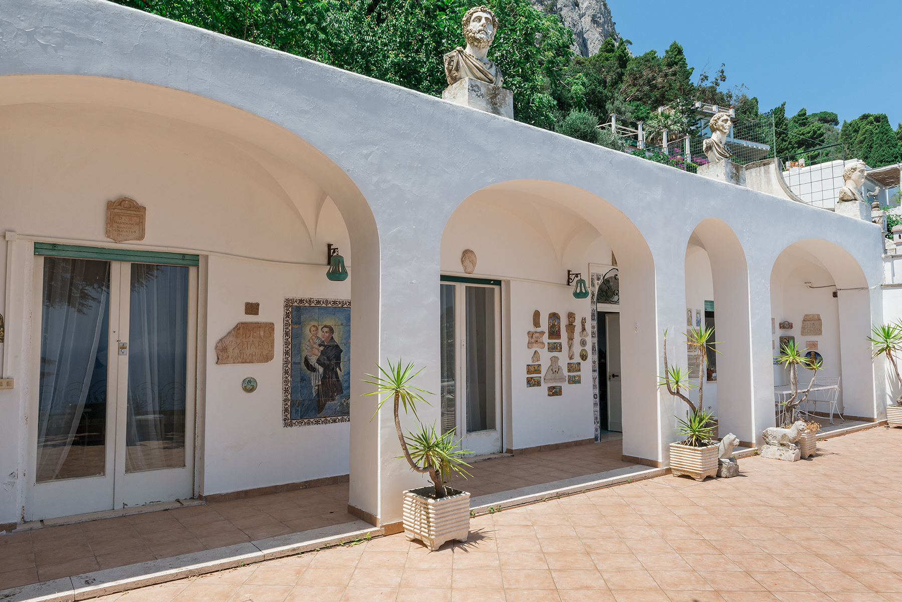 Additional photo for property listing at Charming panoramic villa Capri, Naples Italie