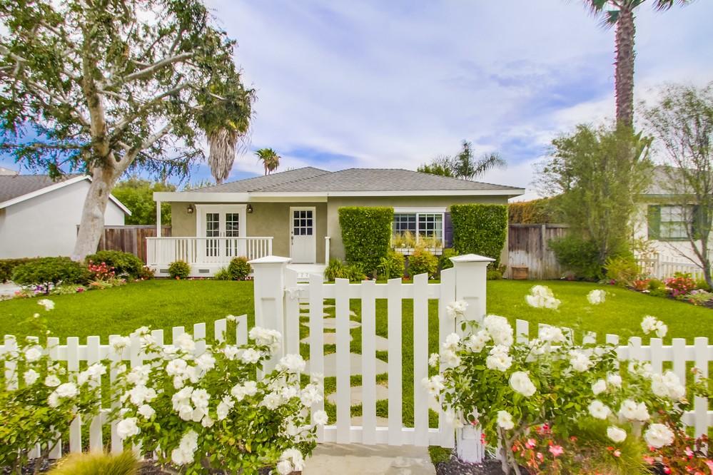 Maison unifamiliale pour l Vente à 20222 Orchid Street Newport Beach, Californie 92660 États-Unis