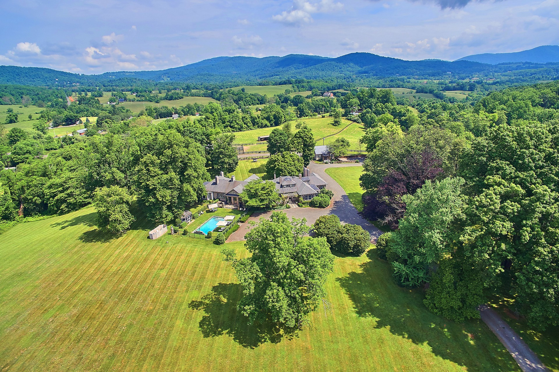 Villa per Vendita alle ore Glen Gordon Manor 1482 Zachary Taylor Hwy. Huntly, Virginia, 22640 Stati Uniti