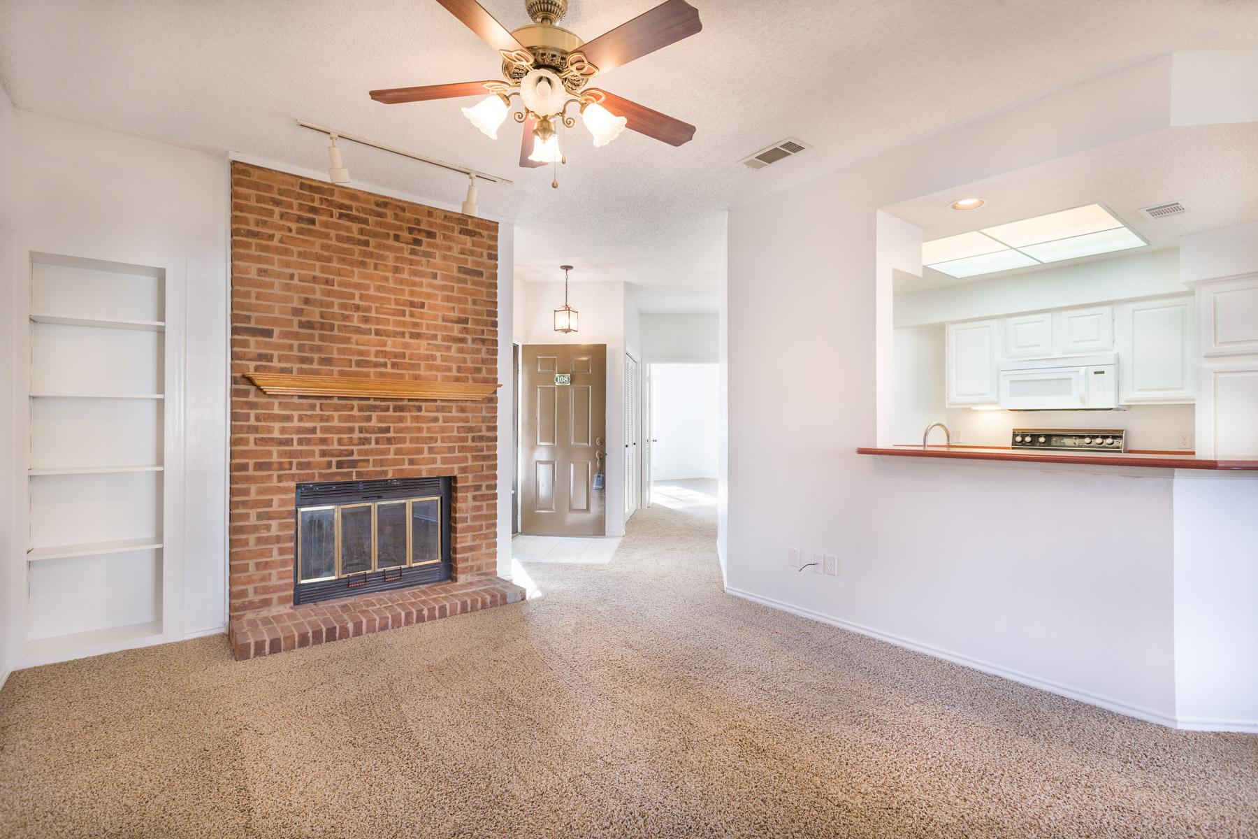 Nhà ở một gia đình vì Bán tại Centrally Located in Metroplex, Quick Access to 360 and I-30 2500 Ascension Boulevard #108 Arlington, Texas, 76006 Hoa Kỳ