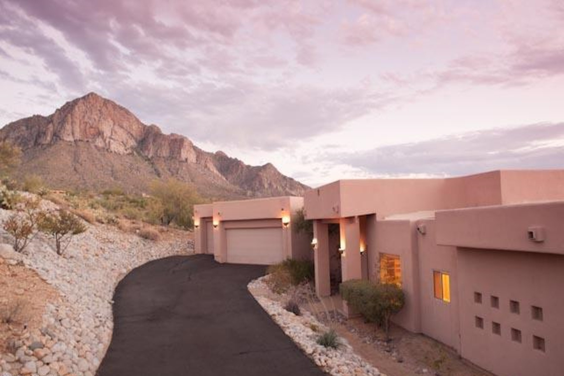 Single Family Home for Sale at Hill Top Contemporary Home in La Reserve Gated Community. 10315 N Cliff Dweller Place Oro Valley, Arizona 85737 United States