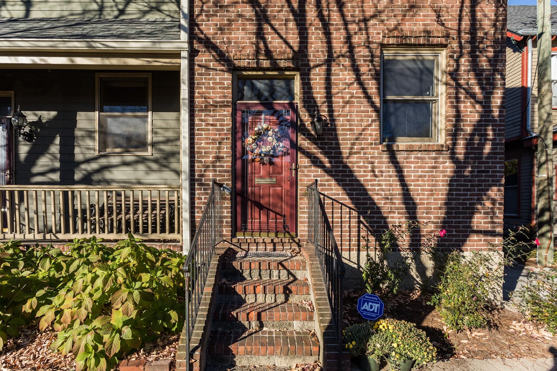 Adosado por un Venta en Charming Lockerbie Townhome 634 E. New York Indianapolis, Indiana, 46202 Estados Unidos