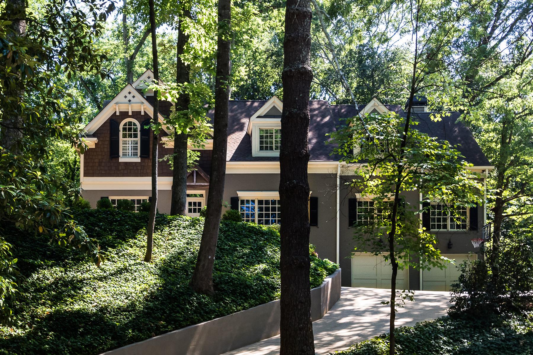 단독 가정 주택 용 매매 에 Flawless Renovation In Sarah Smith 3996 Land O Lakes Drive NE North Buckhead, Atlanta, 조지아, 30342 미국