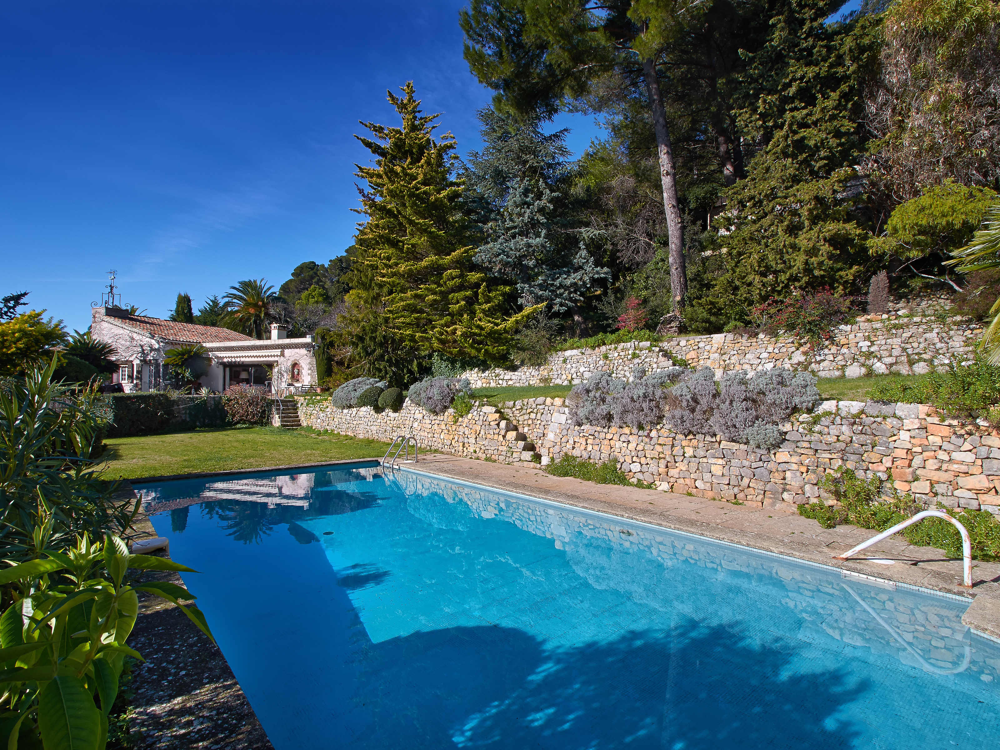 Casa Unifamiliar por un Venta en Provencal house with beautiful sea view Cannes, Provincia - Alpes - Costa Azul 06220 Francia