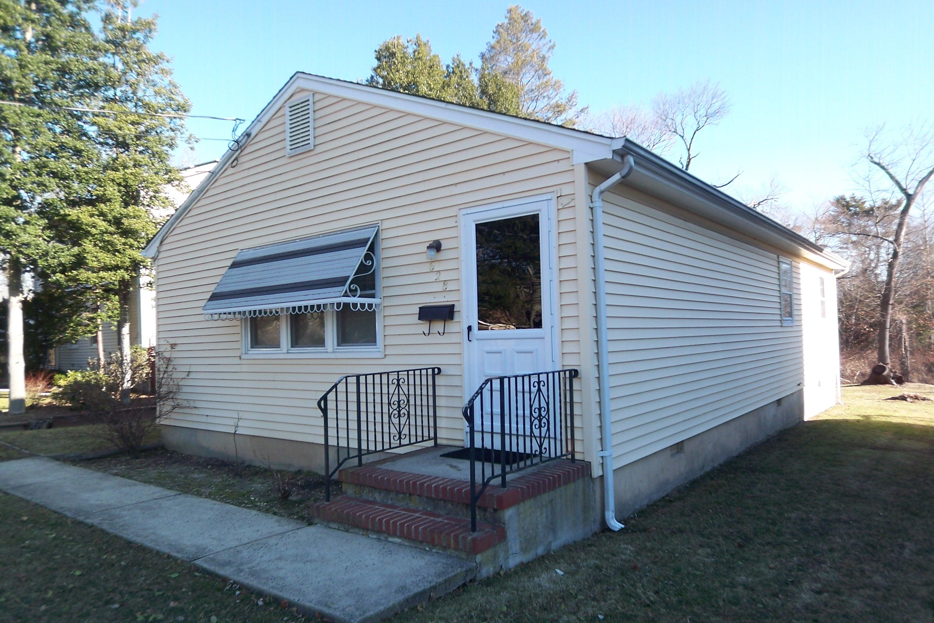 Moradia para Venda às Ranch with Open Floor Plan 628 Agnes Ave Brielle, Nova Jersey 08730 Estados Unidos