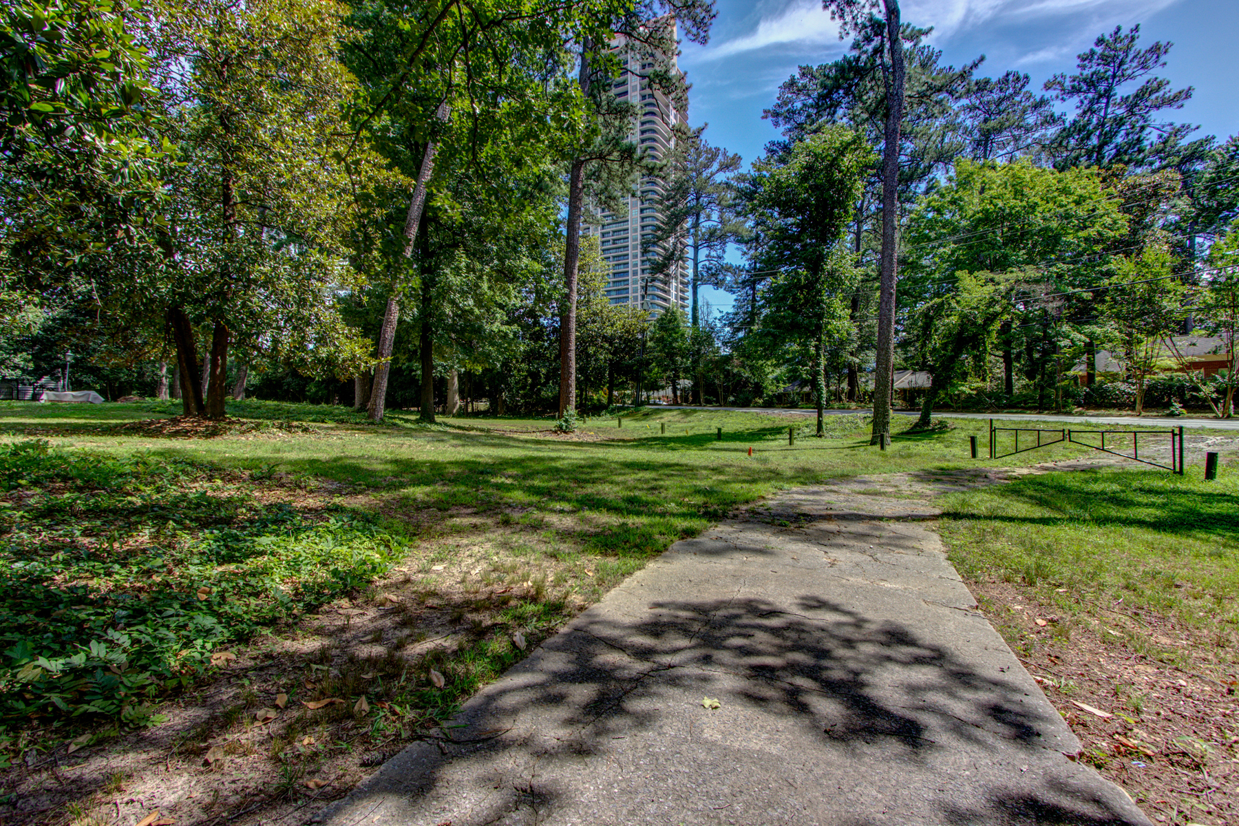 Additional photo for property listing at 3.3 Acre Buckhead Estate 3745 Wieuca Road Atlanta, 喬治亞州 30342 美國