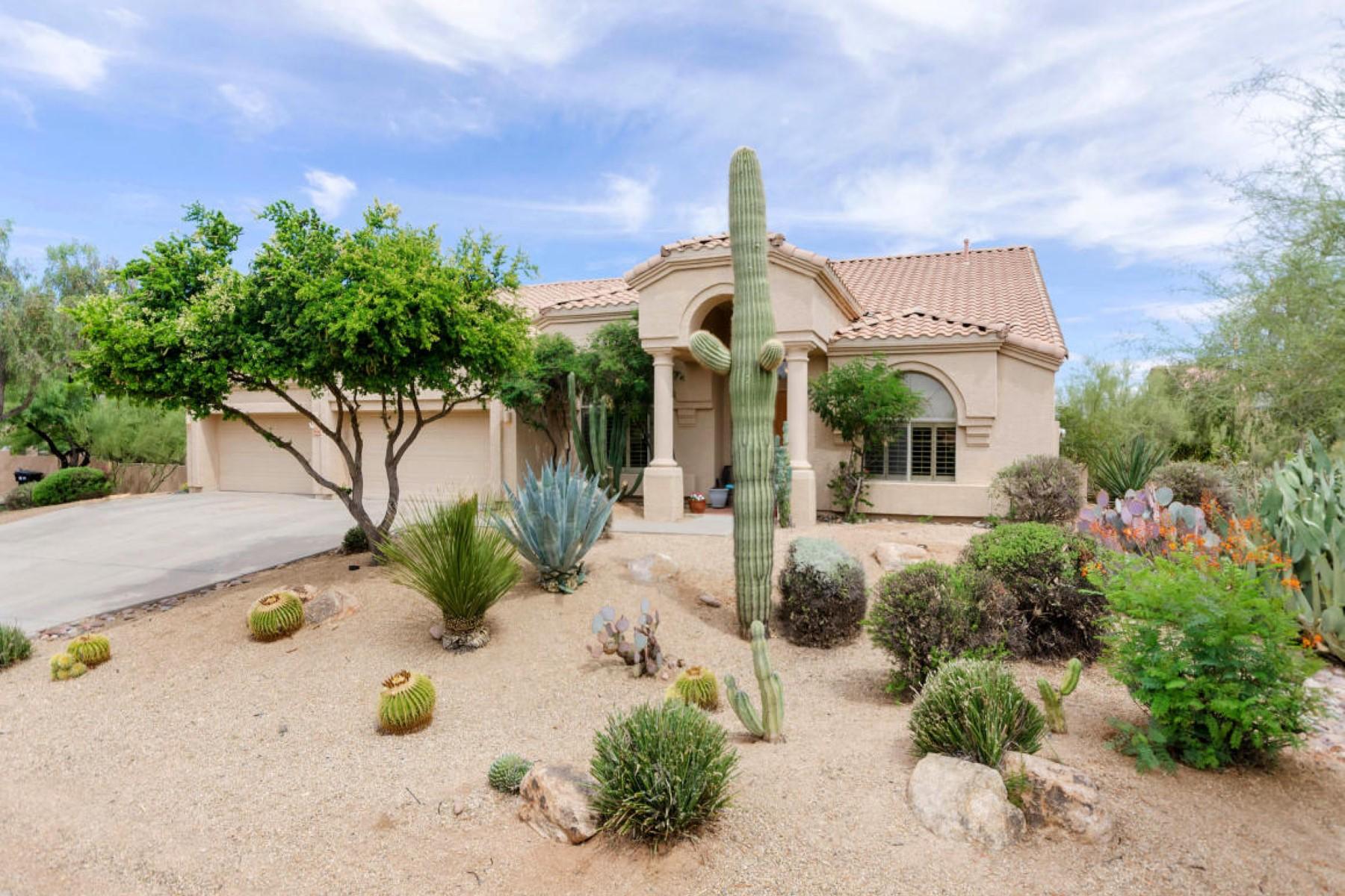 Nhà ở một gia đình vì Bán tại Unbeatable value for this immaculate North Scottsdale home. 6730 E Duane Ln Scottsdale, Arizona 85266 Hoa Kỳ