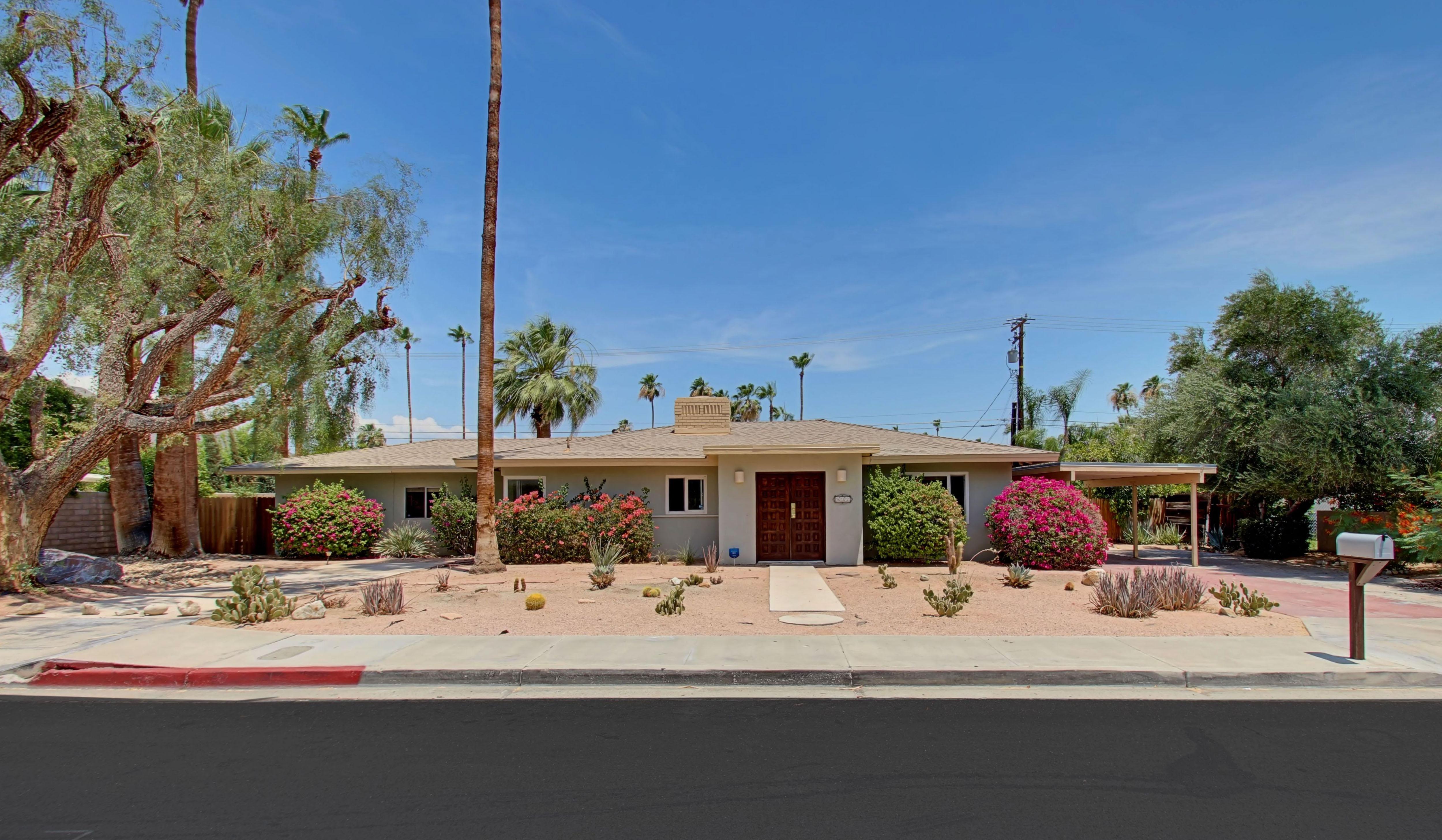 Einfamilienhaus für Verkauf beim 832 East Mesquite Ave Palm Springs, Kalifornien 92264 Vereinigte Staaten