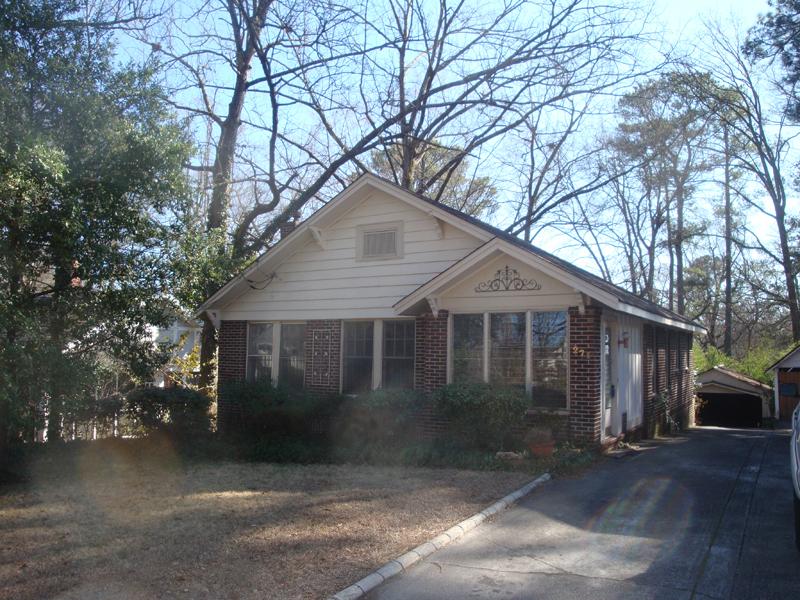 단독 가정 주택 용 매매 에 Original Peachtree Hills Brick Bungalow 271 Lindbergh Drive NE Peachtree Hills, Atlanta, 조지아 30305 미국