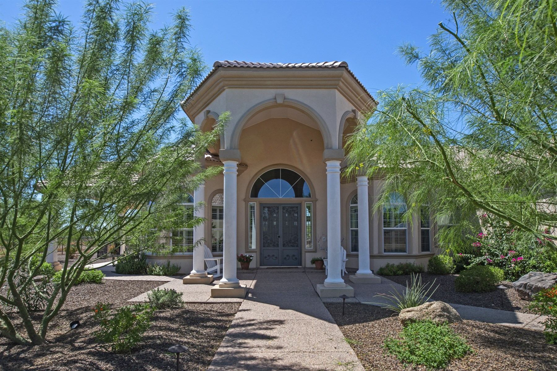 Single Family Home for Sale at Beautiful Custom Home Horse Property on 1.25 Acres in North Phoenix 39125 N 25th Ave Phoenix, Arizona 85086 United States