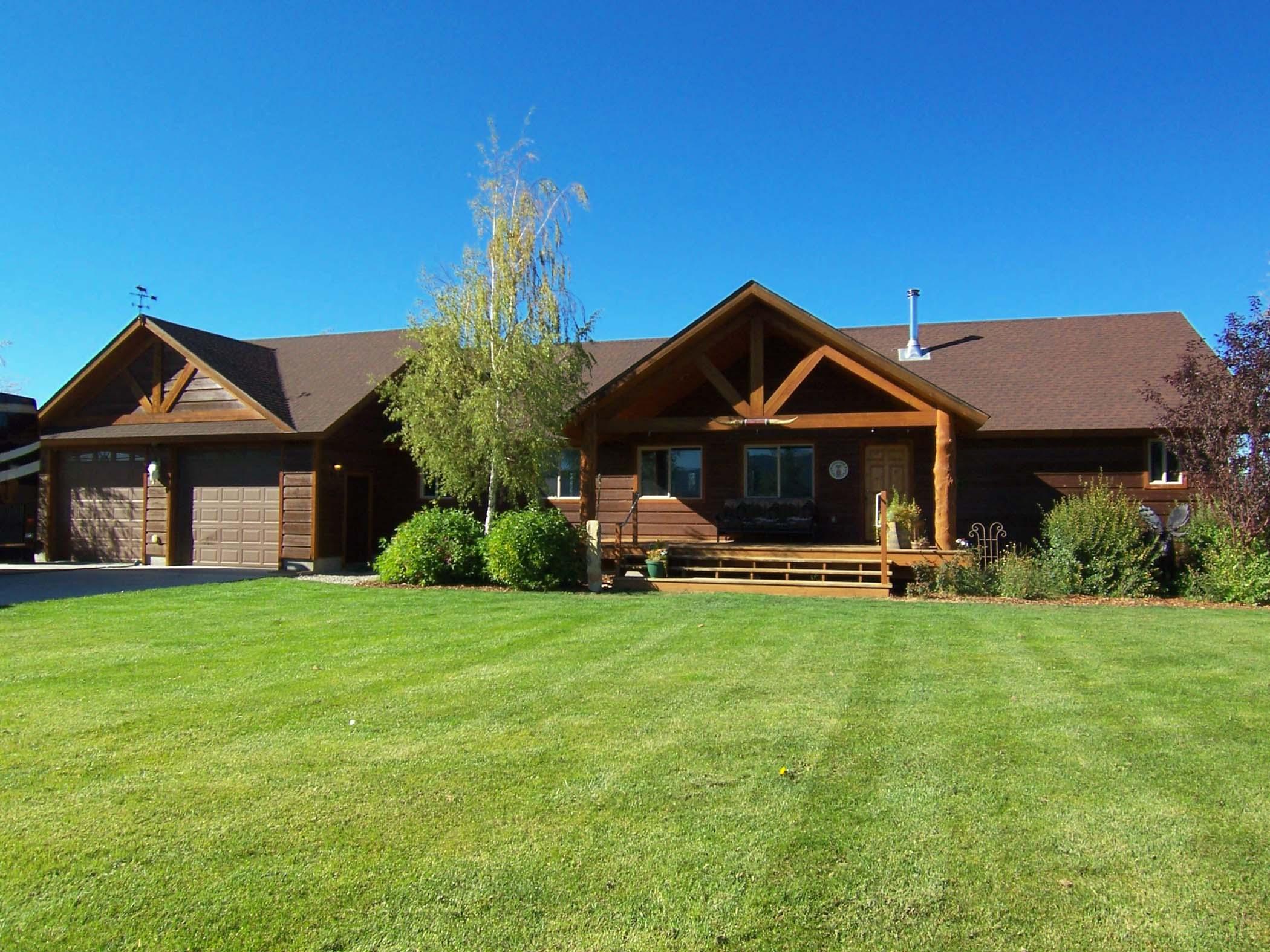 独户住宅 为 销售 在 Victor Home and 3 Stall Barn on 5 acres 1690 Proudfoot Lane 维克多, 爱达荷州, 83455 Jackson Hole, 美国