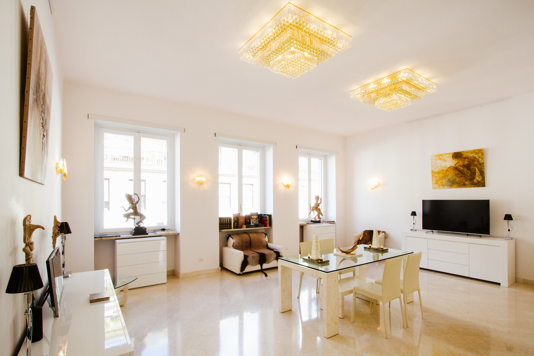Additional photo for property listing at Luxury apartment in Via Roma  Turin, Turin 10121 Italy