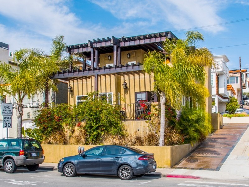 Single Family Home for Sale at 101 16th Street Hermosa Beach, California, 90254 United States
