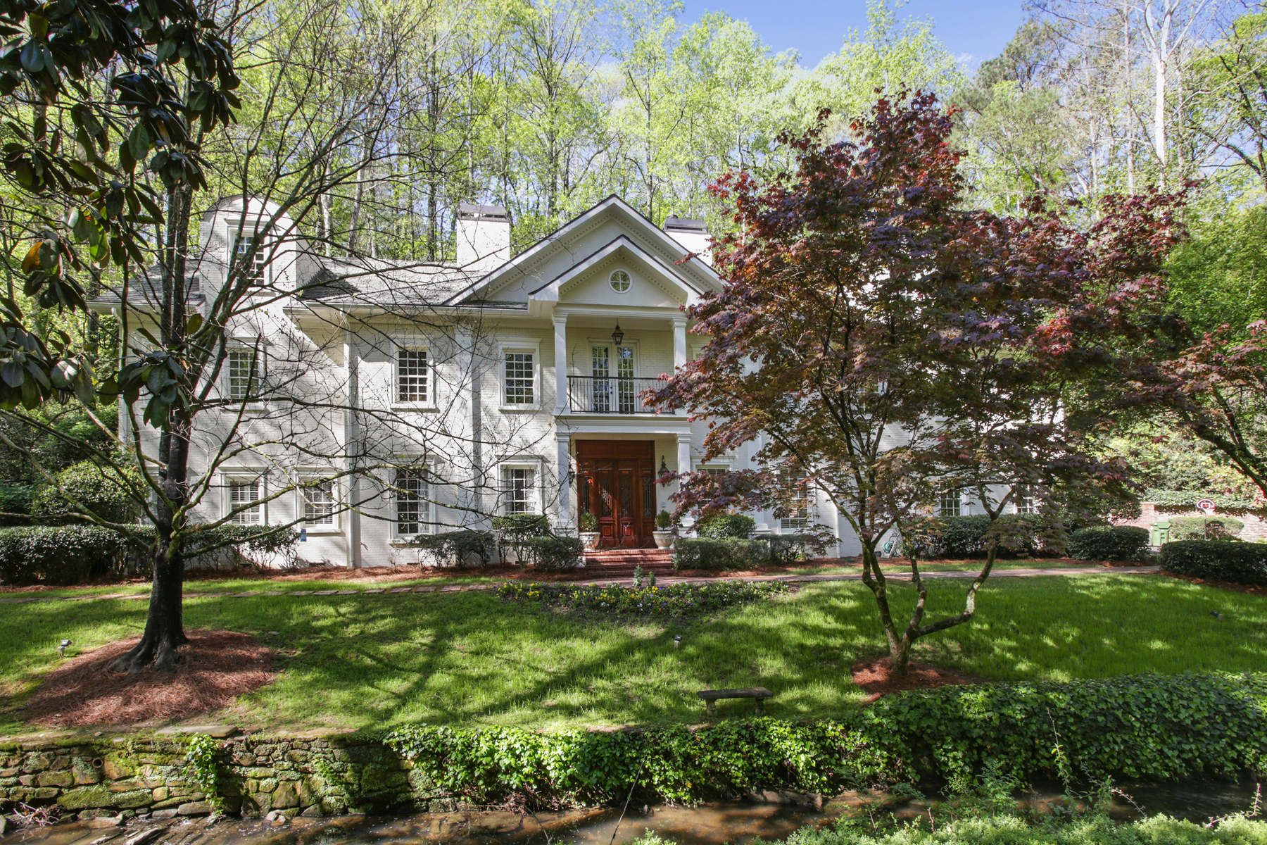 Maison unifamiliale pour l Vente à Amazing Buckhead Traditional In The Heart Of Tuxedo Park 202 Valley Road Tuxedo Park, Atlanta, Georgia, 30305 États-Unis