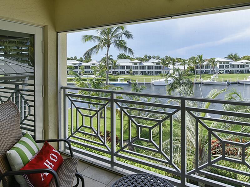 Appartement en copropriété pour l Vente à Waterfront Condominium at Ocean Reef 30 Marlin Lane Unit B Ocean Reef Community, Key Largo, Florida 33037 États-Unis