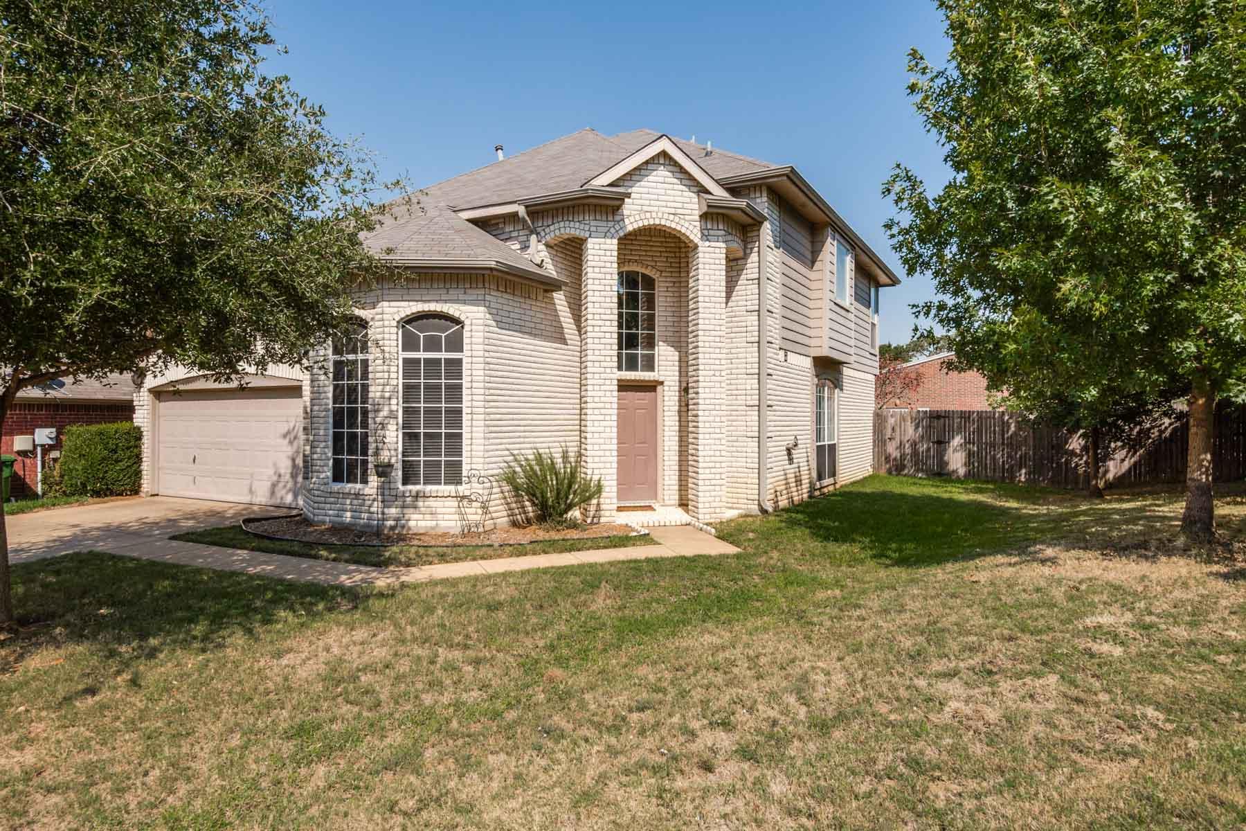 Vivienda unifamiliar por un Venta en Solid Investment Home in Flower Mound 1800 Stanton Court Flower Mound, Texas 75028 Estados Unidos