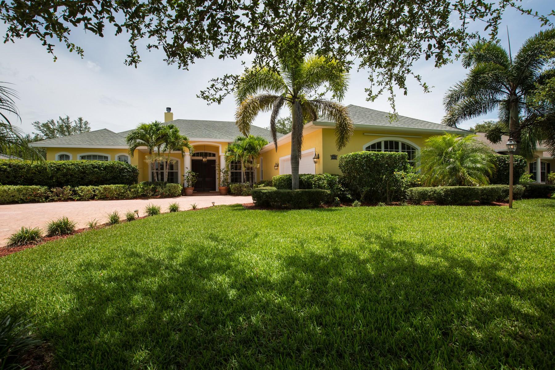 Casa Unifamiliar por un Venta en Elegant Lakefront Home in The Crossings 430 34th Avenue Vero Beach, Florida 32968 Estados Unidos