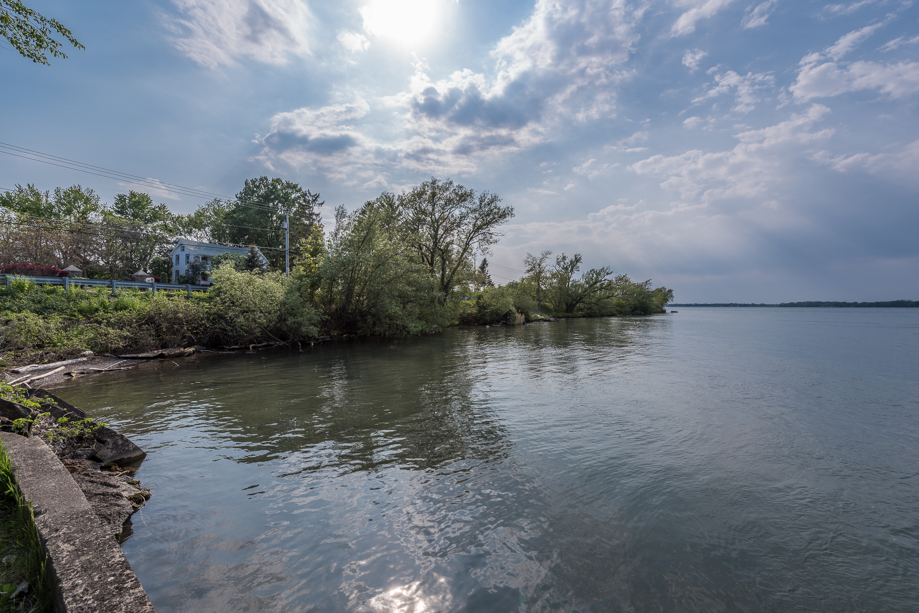 Additional photo for property listing at Shalimar on the Majestic Niagara River 4400 E River Rd Grand Island, Нью-Йорк 14072 Соединенные Штаты