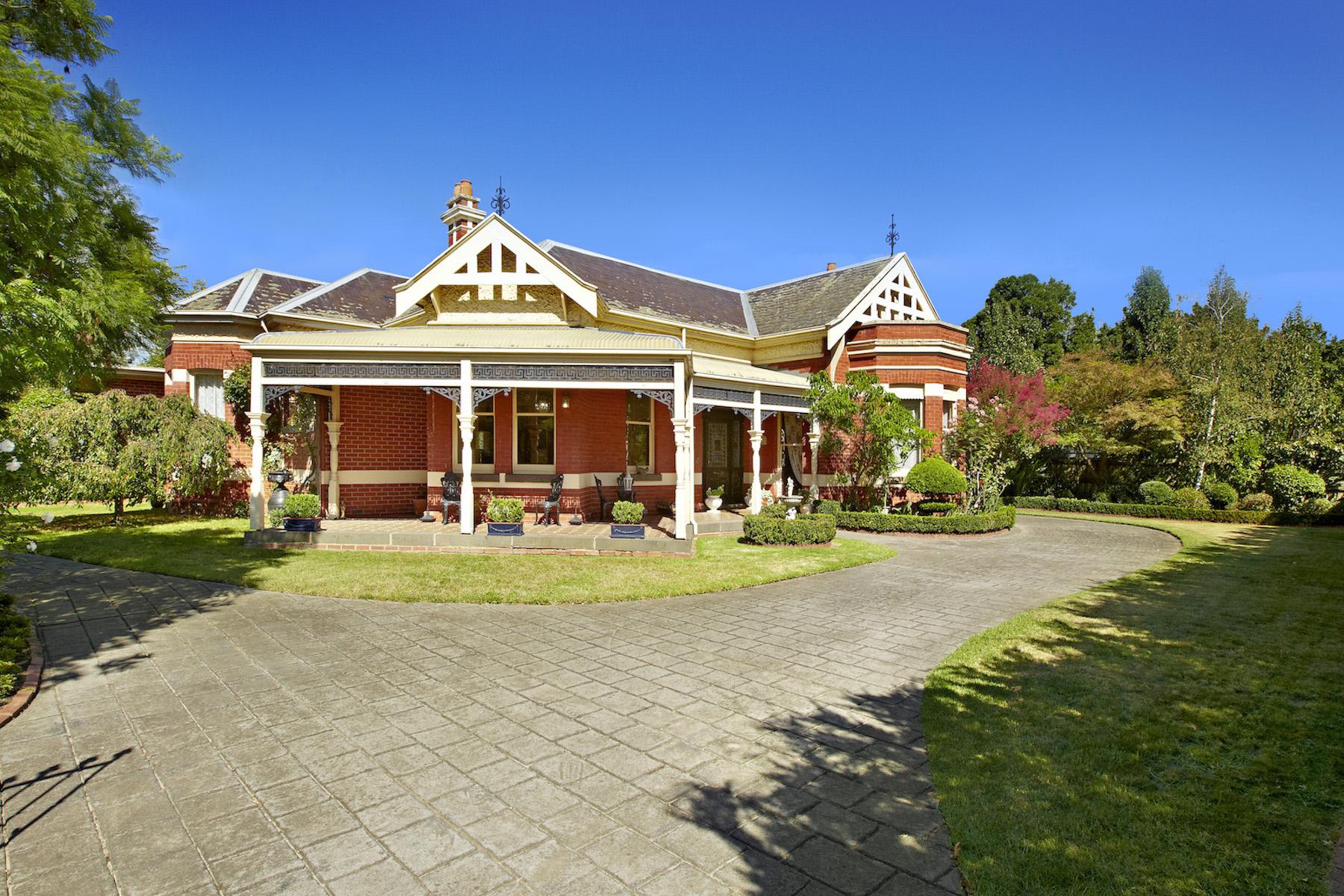 Casa unifamiliar adosada (Townhouse) por un Venta en 49 Mangarra Road, Canterbury Melbourne, Victoria, 3126 Australia