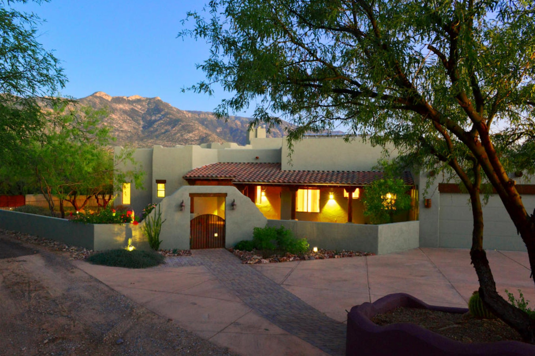 Villa per Vendita alle ore Beautiful home with spectacular views 5350 E Edwin Road Tucson, Arizona, 85739 Stati Uniti
