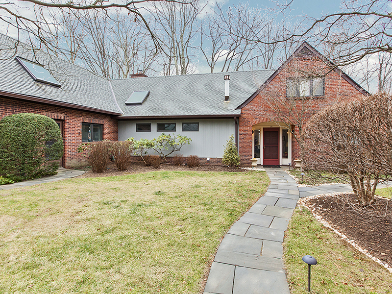 Casa para uma família para Venda às Make Yourself Comfortable In Constitution Hill 30 Constitution Hill West Princeton, Nova Jersey 08540 Estados Unidos