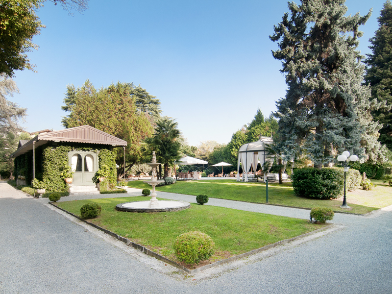Additional photo for property listing at Splendid 19th century villa with luxury amenities  Tradate, Varese 21049 Italy