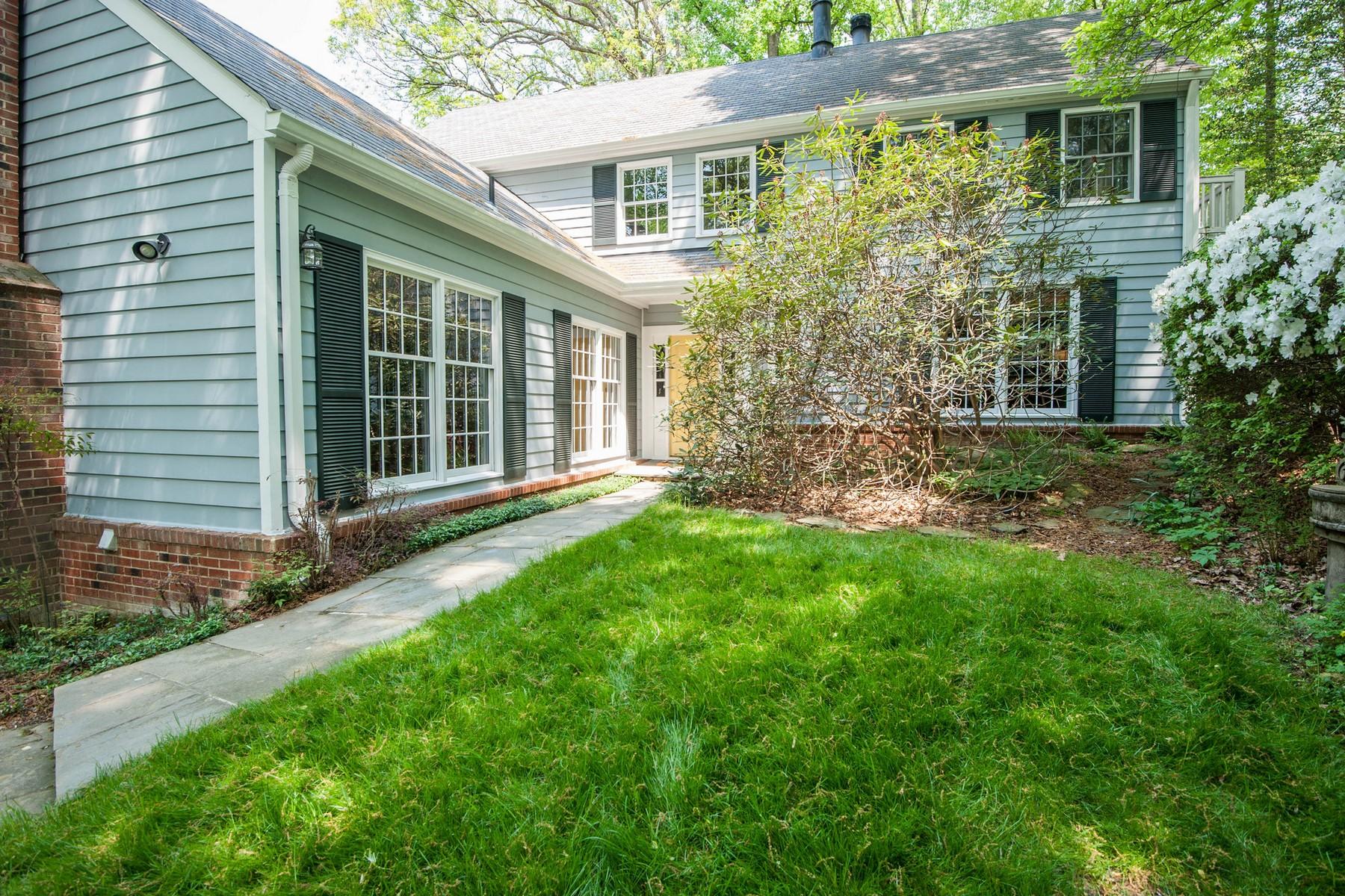 Nhà ở một gia đình vì Bán tại 907 Turkey Run Road, Mclean 907 Turkey Run Rd McLean, Virginia 22101 Hoa Kỳ