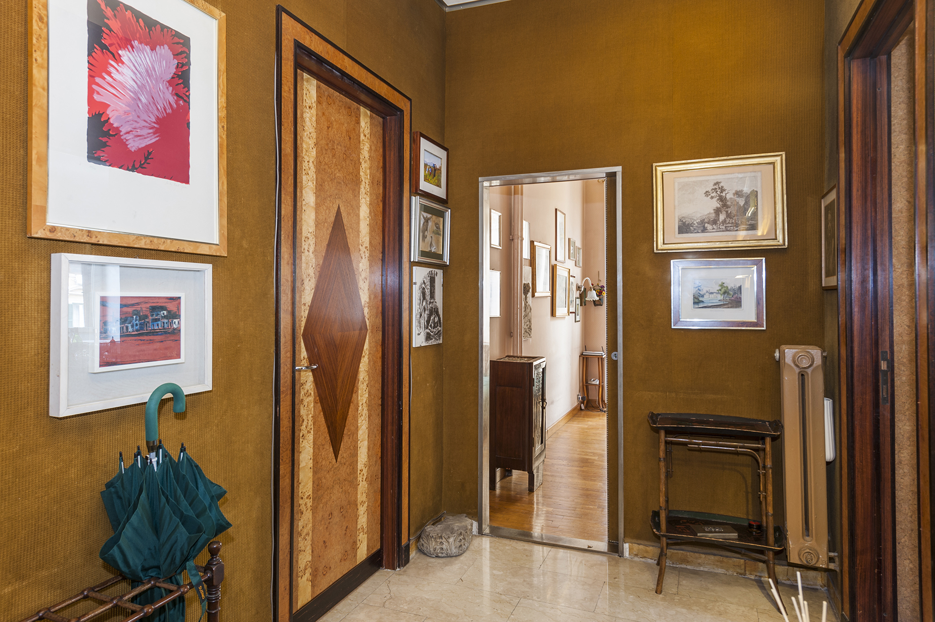 Additional photo for property listing at Elegant apartment in the Prati neighborhood Via Crescenzio Rome, Rome 00193 Italy