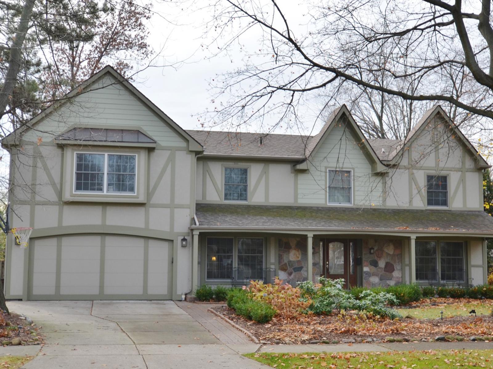 Nhà ở một gia đình vì Bán tại Birmingham 1860 Yorkshire Road Birmingham, Michigan 48009 Hoa Kỳ